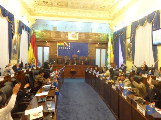 Senadores votan por la aprobación del proyecto de ley