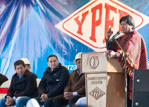 24 mayo 2016, Sucre.- El presidente Evo Morales junto al Gobernador Esteban Urquizu, presidente de YPFB. Guillermo Achá, ministro de Hidrocarburos Luis Alberto Sánchez, entrega nuevo edificio del distrito comercial YPFB Chuquisaca. (Fotos: Freddy Zarco)
